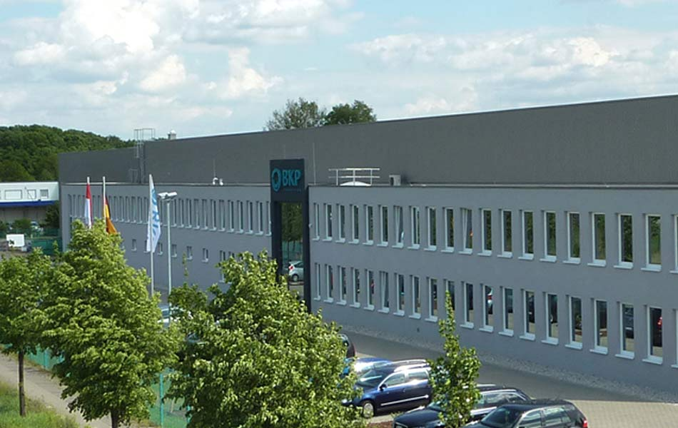 New construction of production hall and office building